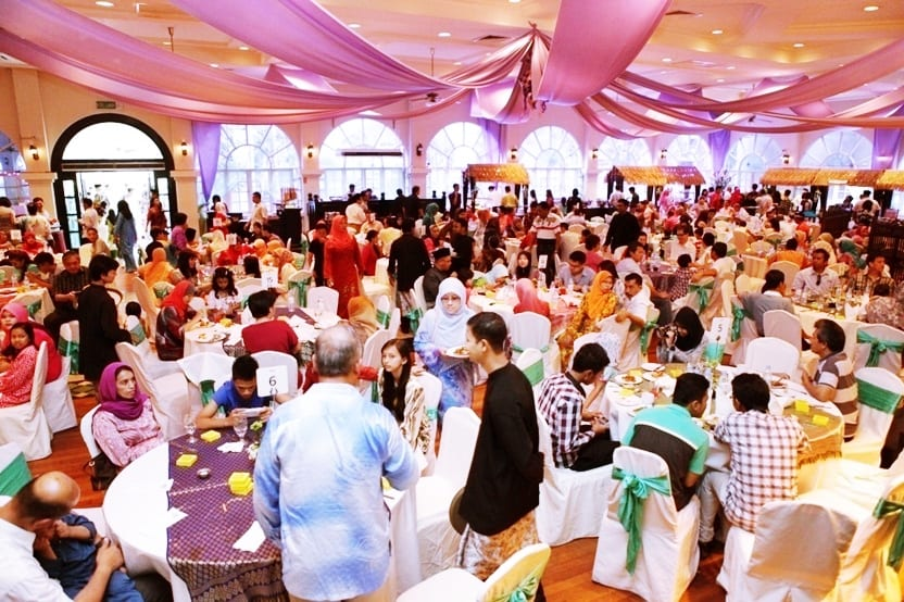 celebrate hari raya aidilfitri Hari raya aidilfitri (it is also known as eid al-fitr outside south east asia) is an important religious holiday celebrated by muslims worldwide.